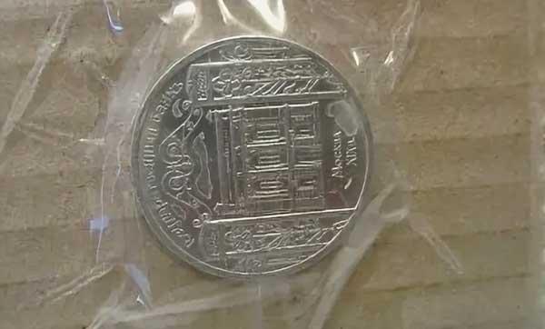 Хранение монет на скотче